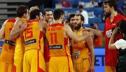 Los jugadores españoles celebran el triunfo. | EFE