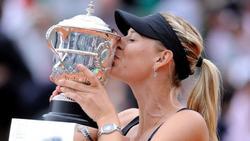 Sharapova con el trofeo de Roland Garros | Archivo