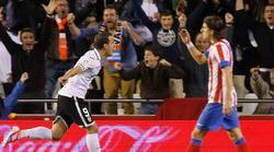 Soldado celebra el gol que ponía por delante al Valencia. | Cordon Press
