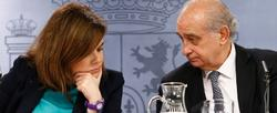 Sáenz de Santamaría y Fernández Díaz, tras el Consejo de Ministros. | Mir