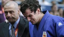 Sugoi Uriarte se marchó entre lágrimas del tatami.   EFE