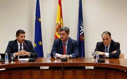Joaquín Boadas, Miguel Cardenal y Javier Tebas, en rueda de prensa. | EFE