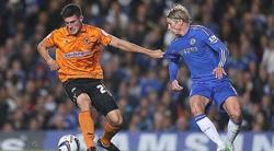 Fernando Torres disputa un balón con Danny Batth. | Cordon Press