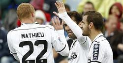 Los jugadores del Valencia celebran el único tanto del encuentro. | EFE