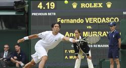 Fernando Verdasco devuelve una bola a Andy Murray. | EFE