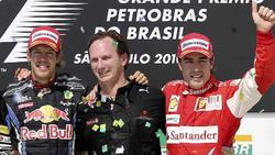 Christian Horner (c), junto a Sebastian Vettel (i) y Fernando Alonso. | Cordon Press / Archivo