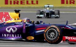 El Red Bull de Sebastian Vettel, en acción durante la carrera en Silverstone.   EFE