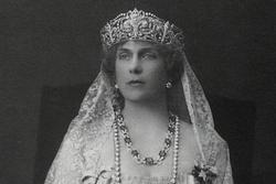 La reina consorte Victoria Eugenia, cuyas joyas se subastan