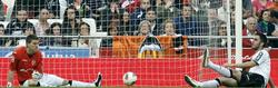 Víctor Ruiz y Guaita, tras encajar el gol. | EFE