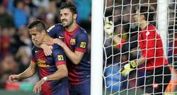 Villa y Alexis celebran el primer tanto del partido, obra del chileno. | EFE