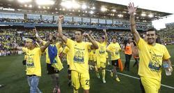 Los jugadores del Villareal celebran el ascenso. | EFE