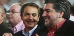 Zapatero junto a su negociador de confianza, Jesús Eguiguren. | Archivo