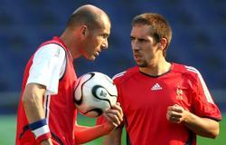 Zidane conversa con Ribéry en un entrenamiento de la selección francesa. | Cordon Press