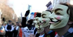 Máscaras en una manifestación | Archivo