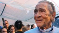 Antonio Gala con los indignados en Sol   LD
