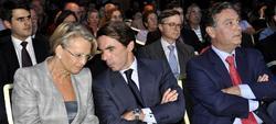 Aznar, con Michèlle Alliot-Marie, vicepresidenta del Consejo Nacional de la UMP, y Alfredo Prada, director del PP en el exterior. | FAES