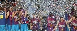 Los jugadores del Barcelona festejando el título conseguido. | EFE