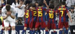 Los jugadores del Barcelona celebran uno de los goles. | EFE