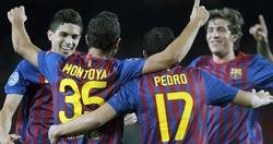 Los jugadores del Barça celebran el tanto de Montoya. | EFE