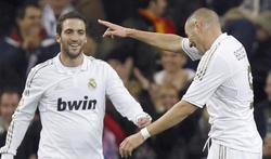 Benzema celebra el primer tanto del encuentro. | EFE