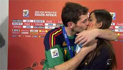 El gran beso de la pareja | Archivo