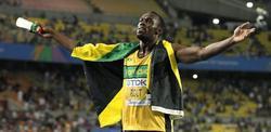 Bolt celebra su inapelable triunfo. | EFE