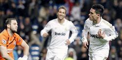 José Callejón (d) celebra uno de sus dos goles al Dinamo. | EFE