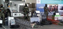 Militares muestran los equipos de telecomunicaciones incautados a Los Zetas. | EFE