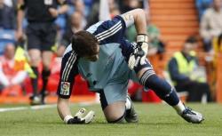 Casillas se levanta tras encajar un gol. | EFE