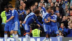 Mata celebra con Sturridge un gol. | EFE
