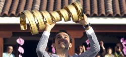 Contador, con su trofeo del Giro en Pinto. | Cordon Press
