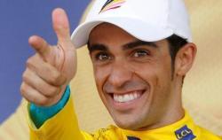 Alberto Contador, después de proclamarse campeón del Tour el año pasado.
