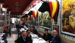 Diputados del PNV en una taberna taurina de Madrid.