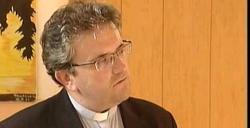 Enni Stamile, párroco de Cetraro