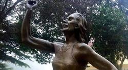 Escultura de Marta Domínguez.