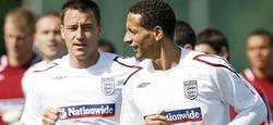 Terry y Ferdinand, juntos durante un entrenamiento de la selección inglesa.