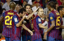 Cesc celebra con sus compañeros su primer gol en Liga. | EFE