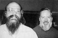 Ken Thompson y Dennis Ritchie. | Wikipedia