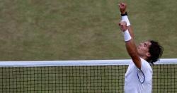 Nadal levanta los brazos tras ganar a Murray. | EFE