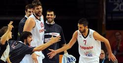Navarro celebra una de sus canastas. | EFE