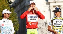 Nibali, tras imponerse en la vuelta el año pasado. | EFE