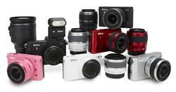 Las cámaras J1 y V1 con los distintos objetivos y flash. | Nikon