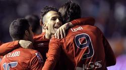 Los jugadores del Osasuna celebran uno de los goles ante el Barcelona. | EFE