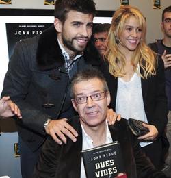 Shakira y Piqué, en la presentación del libro del padre de él.