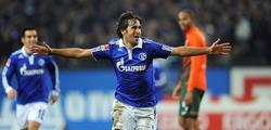 Raúl celebra uno de los tres tantos. | EFE
