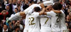 Los jugadores blancos celebran el tercer tanto del encuentro, obra de Pepe.   EFE