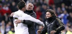 Ronaldo celebra su segundo tanto con Mourinho. | EFE