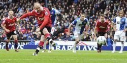 Rooney, desde el punto de penalty, anotó el gol del empate que da el campeonato al United. | Cordon Press.