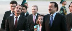 Zapatero, recibido por el primer ministro Karim K. Massimov a su llegada a Kazajistán | EFE