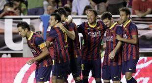 Los jugadores del Barça celebran uno de los goles en Vallecas. | EFE